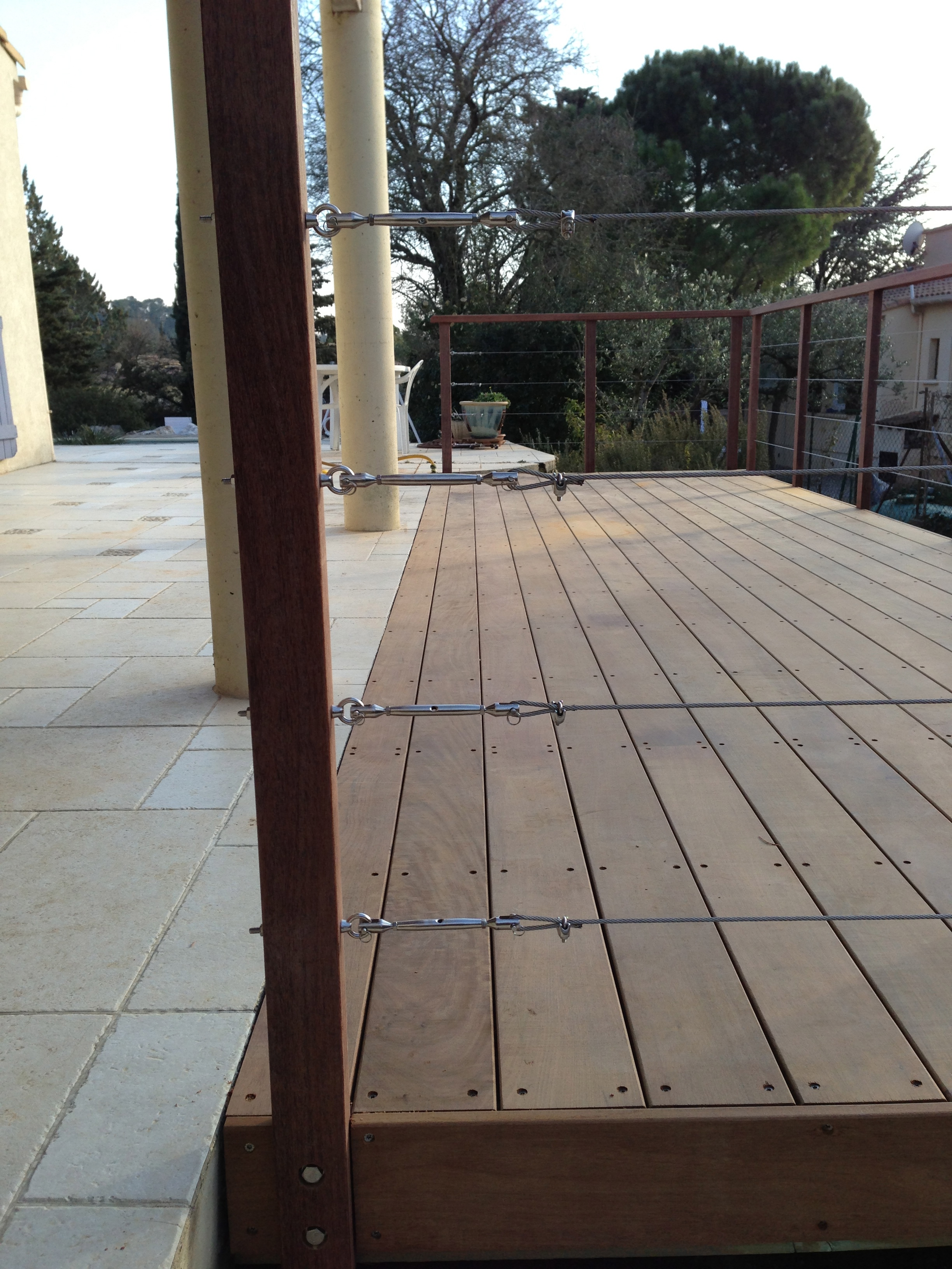 Autour du bois pose de terrasse en bois montpellier for Pose de garde corps